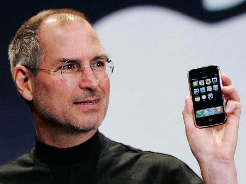 Стив Джобс презентует iPhone